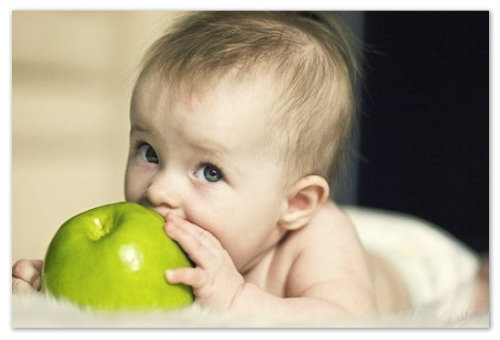 Прикорм ребенка фруктами
