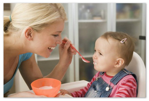 Кормим ребенка творогом