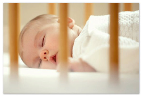 Ребенок крепко спит.