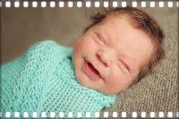 Первая улыбка младенца.