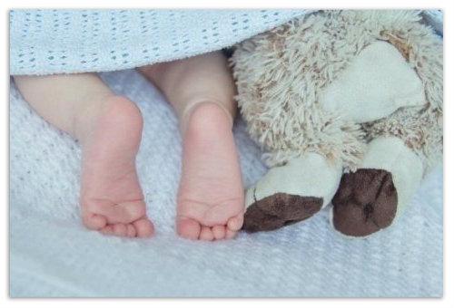 Детские ножки.