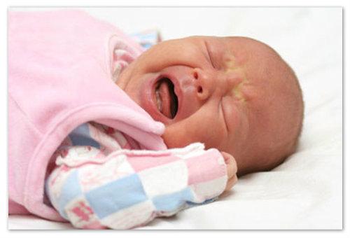 У дитини болить живіт і температура