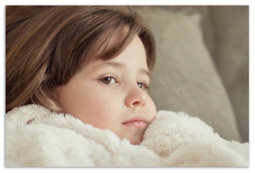 Девочка в махровом халате