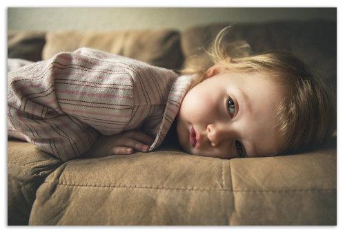 Сонная девочка