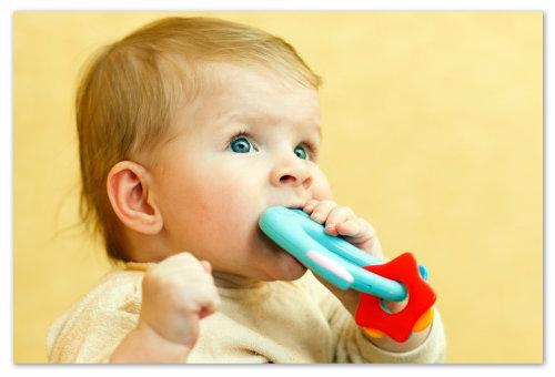 У малыша режутся зубки