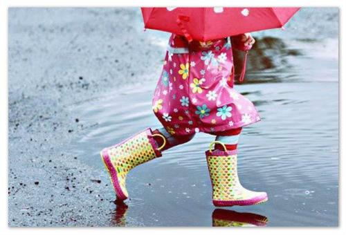 Девочка под зонтиком.