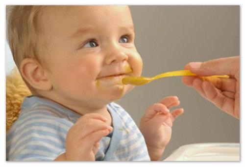 Прикорм влияет на цвет какашек у грудничка.